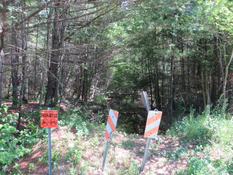 At the state border the trail just ends abruptly